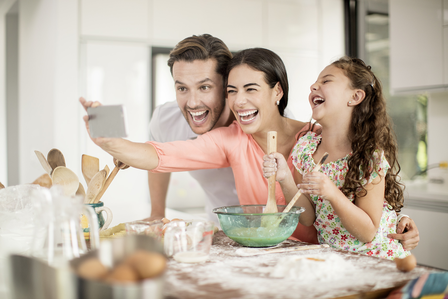lifestyle-family-baking-kitchen-Colgate_cocina_1012